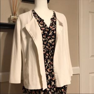 Open front collarless blazer with pockets